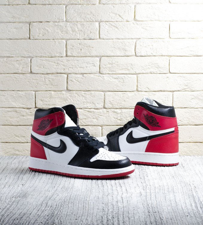 Nike Air Jordan Retro 1 Black Toe
